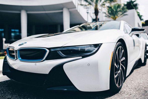 White BMW i8